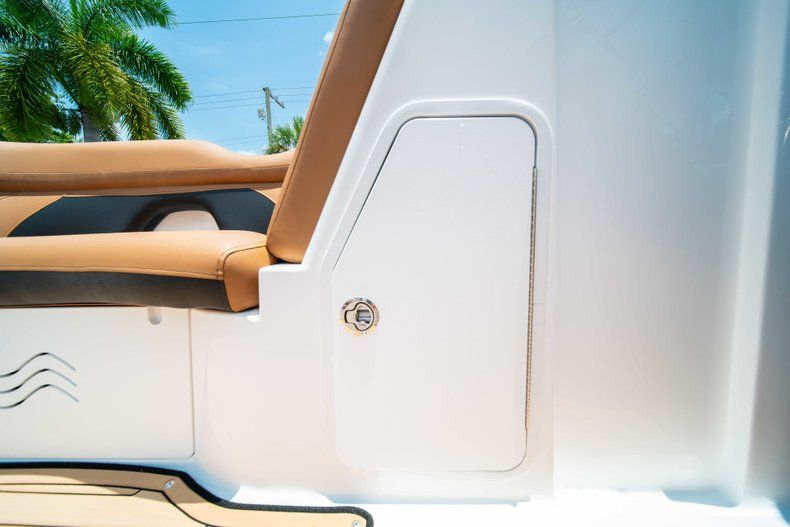 Thumbnail 27 for New 2019 Hurricane SunDeck SD 2200 OB boat for sale in West Palm Beach, FL