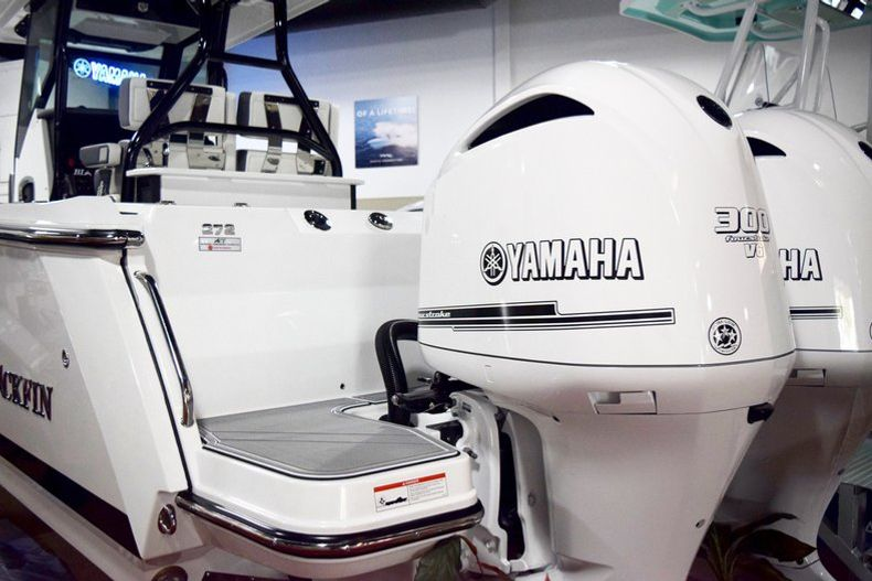 Thumbnail 4 for New 2019 Blackfin 272CC Center Console boat for sale in West Palm Beach, FL
