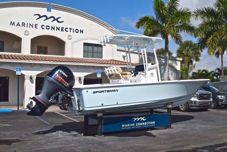 Thumbnail 7 for New 2019 Sportsman Masters 227 Bay Boat boat for sale in Vero Beach, FL