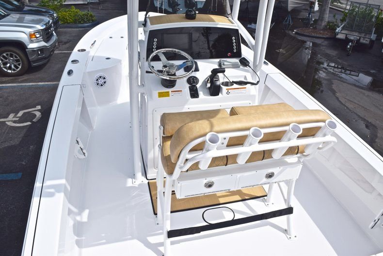 Thumbnail 9 for New 2019 Sportsman Masters 227 Bay Boat boat for sale in Vero Beach, FL