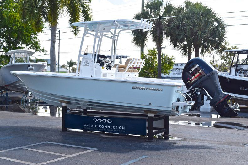 Thumbnail 5 for New 2019 Sportsman Masters 227 Bay Boat boat for sale in Vero Beach, FL