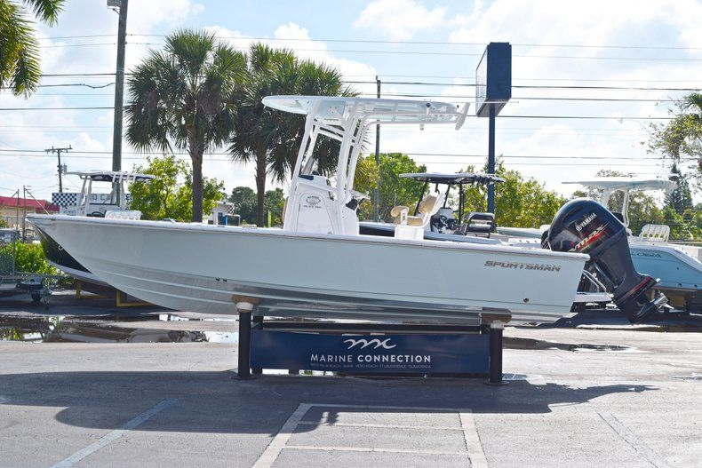 Thumbnail 4 for New 2019 Sportsman Masters 227 Bay Boat boat for sale in Vero Beach, FL