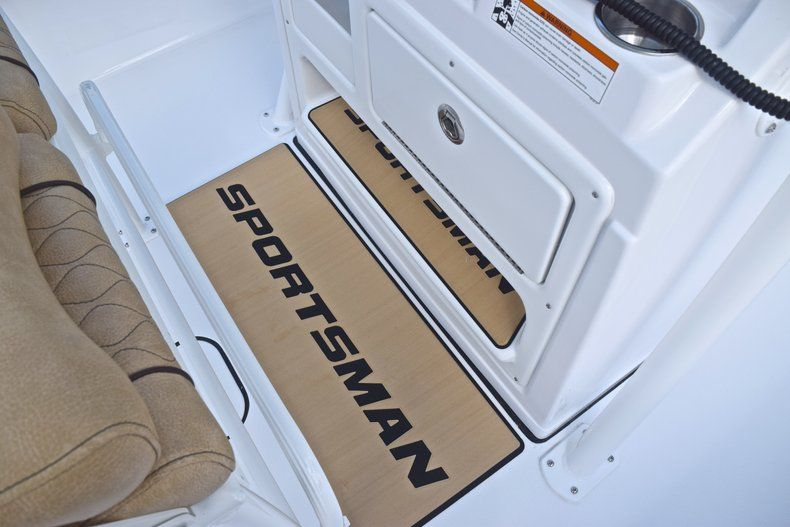 Thumbnail 35 for New 2019 Sportsman Masters 227 Bay Boat boat for sale in Vero Beach, FL