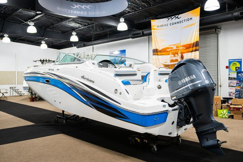 Thumbnail 5 for New 2019 Hurricane SunDeck SD 2486 OB boat for sale in West Palm Beach, FL