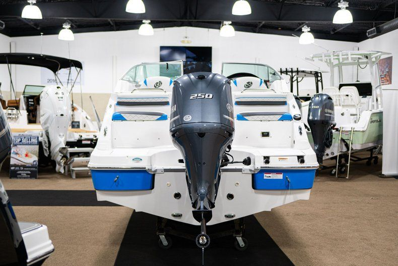 Thumbnail 6 for New 2019 Hurricane SunDeck SD 2486 OB boat for sale in West Palm Beach, FL