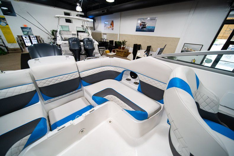 Thumbnail 15 for New 2019 Hurricane SunDeck SD 2486 OB boat for sale in West Palm Beach, FL
