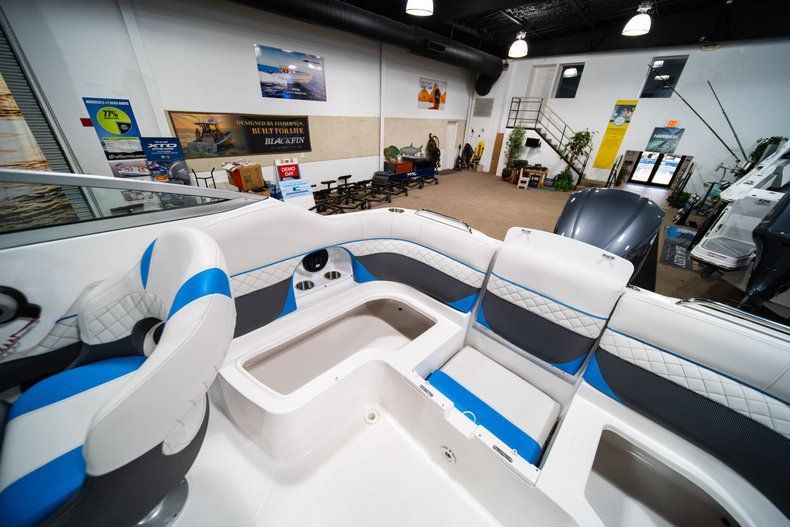 Thumbnail 14 for New 2019 Hurricane SunDeck SD 2486 OB boat for sale in West Palm Beach, FL
