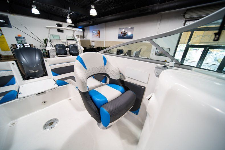 Thumbnail 26 for New 2019 Hurricane SunDeck SD 2486 OB boat for sale in West Palm Beach, FL