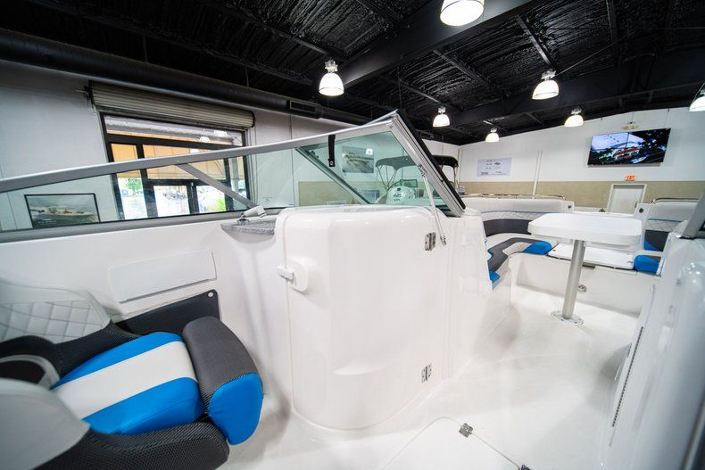 Thumbnail 23 for New 2019 Hurricane SunDeck SD 2486 OB boat for sale in West Palm Beach, FL
