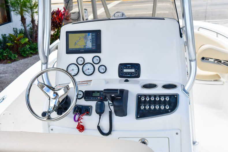 Thumbnail 21 for Used 2018 NauticStar 22XS boat for sale in Fort Lauderdale, FL