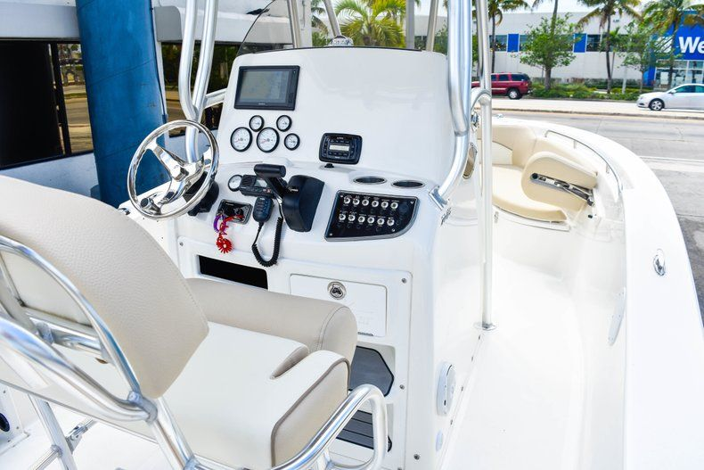 Thumbnail 19 for Used 2018 NauticStar 22XS boat for sale in Fort Lauderdale, FL