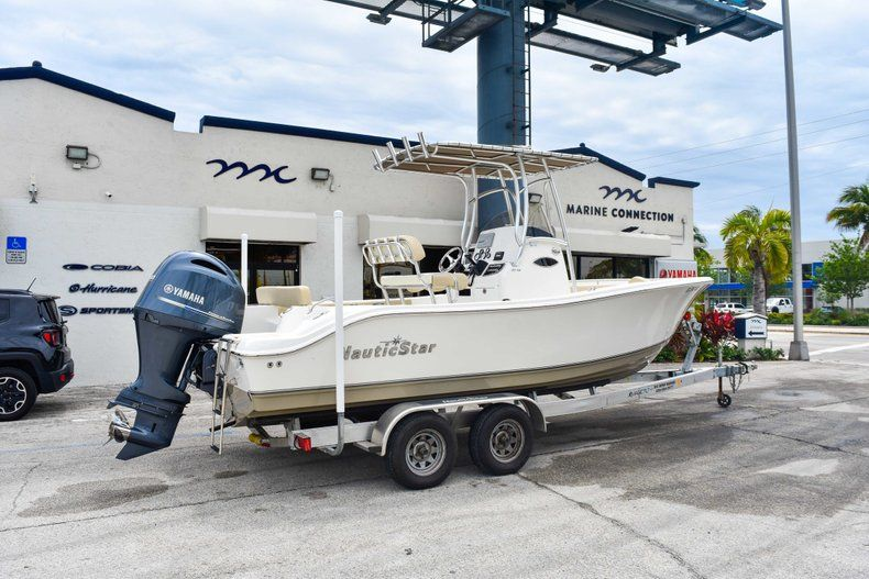 Thumbnail 8 for Used 2018 NauticStar 22XS boat for sale in Fort Lauderdale, FL