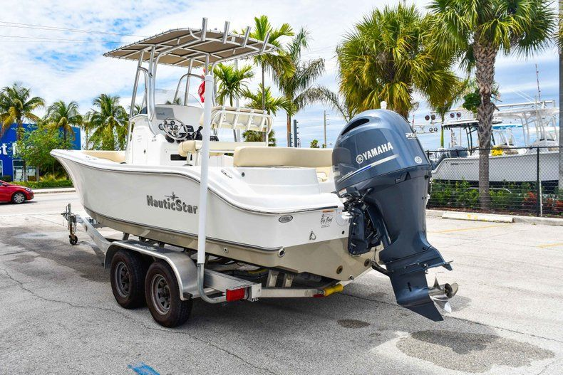 Thumbnail 5 for Used 2018 NauticStar 22XS boat for sale in Fort Lauderdale, FL