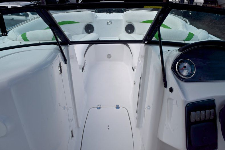 Thumbnail 41 for New 2019 Hurricane SunDeck SD 2200 OB boat for sale in West Palm Beach, FL