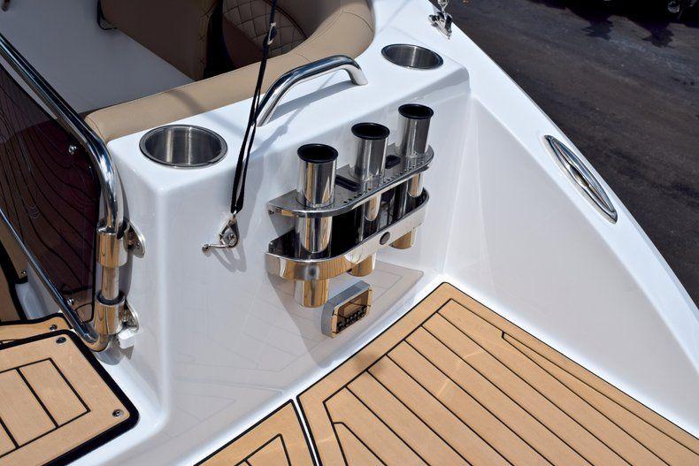 Thumbnail 8 for New 2019 Hurricane SunDeck SD 2690 OB boat for sale in Vero Beach, FL