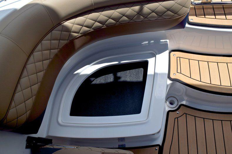 Thumbnail 19 for New 2019 Hurricane SunDeck SD 2690 OB boat for sale in Vero Beach, FL