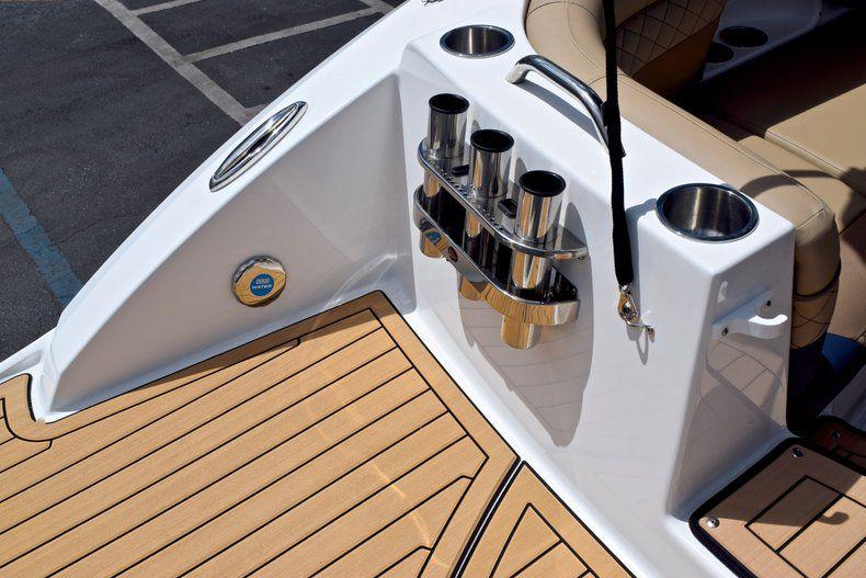 Thumbnail 10 for New 2019 Hurricane SunDeck SD 2690 OB boat for sale in Vero Beach, FL