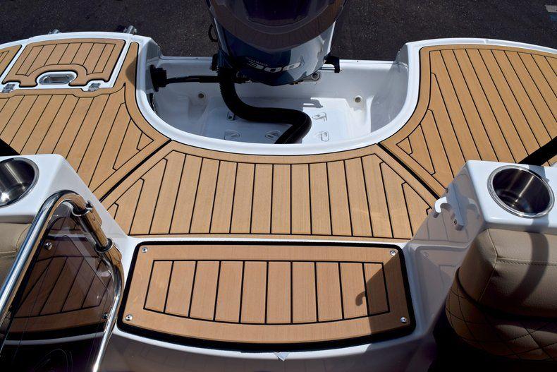 Thumbnail 14 for New 2019 Hurricane SunDeck SD 2690 OB boat for sale in Vero Beach, FL