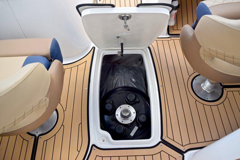 Thumbnail 28 for New 2019 Hurricane SunDeck SD 2690 OB boat for sale in Vero Beach, FL