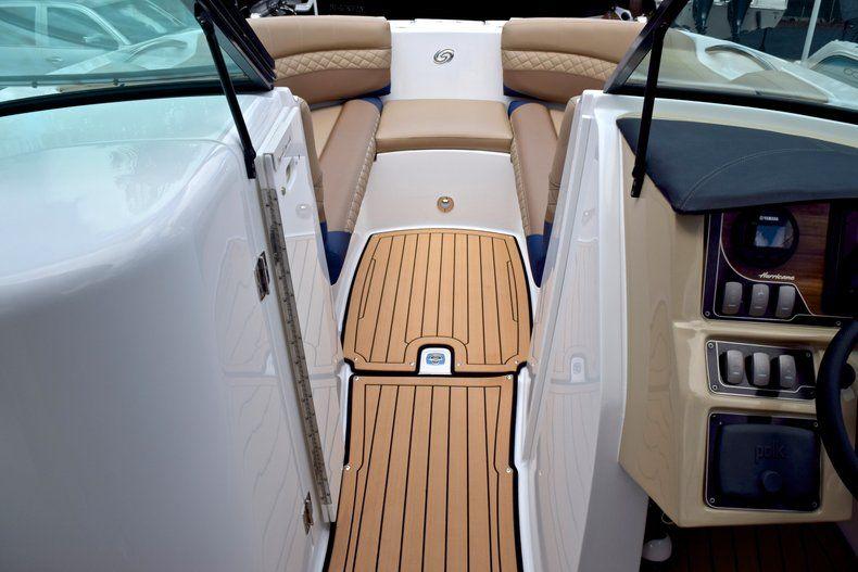 Thumbnail 44 for New 2019 Hurricane SunDeck SD 2690 OB boat for sale in Vero Beach, FL