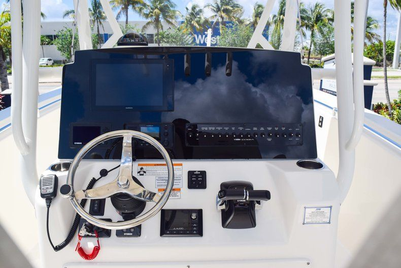Thumbnail 24 for New 2019 Cobia 277 Center Console boat for sale in Fort Lauderdale, FL