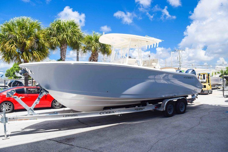 Thumbnail 3 for New 2019 Cobia 277 Center Console boat for sale in Fort Lauderdale, FL
