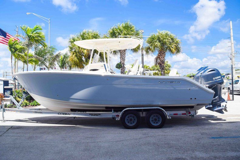 Thumbnail 4 for New 2019 Cobia 277 Center Console boat for sale in Fort Lauderdale, FL