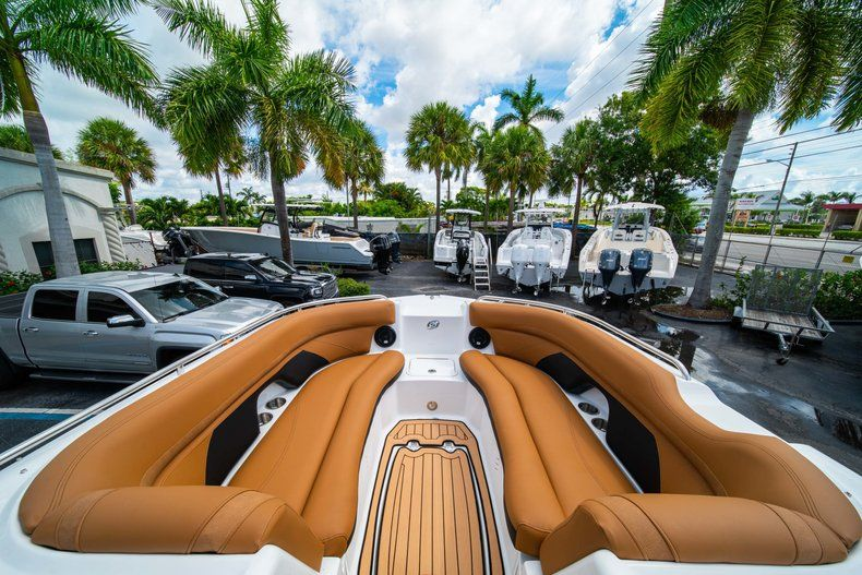 Thumbnail 29 for New 2019 Hurricane SD 2400 OB boat for sale in West Palm Beach, FL