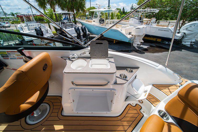 Thumbnail 10 for New 2019 Hurricane SunDeck SD 2400 OB boat for sale in Miami, FL