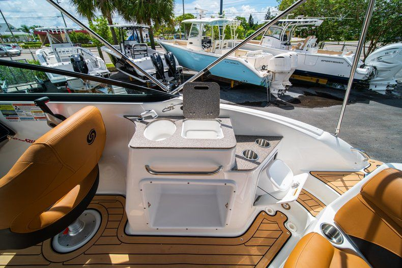 Thumbnail 10 for New 2019 Hurricane SD 2400 OB boat for sale in West Palm Beach, FL