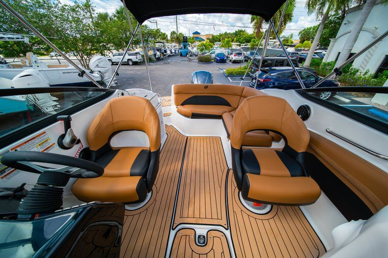 Thumbnail 20 for New 2019 Hurricane SunDeck SD 2400 OB boat for sale in Miami, FL
