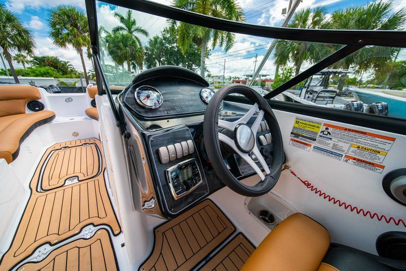 Thumbnail 16 for New 2019 Hurricane SunDeck SD 2400 OB boat for sale in Miami, FL