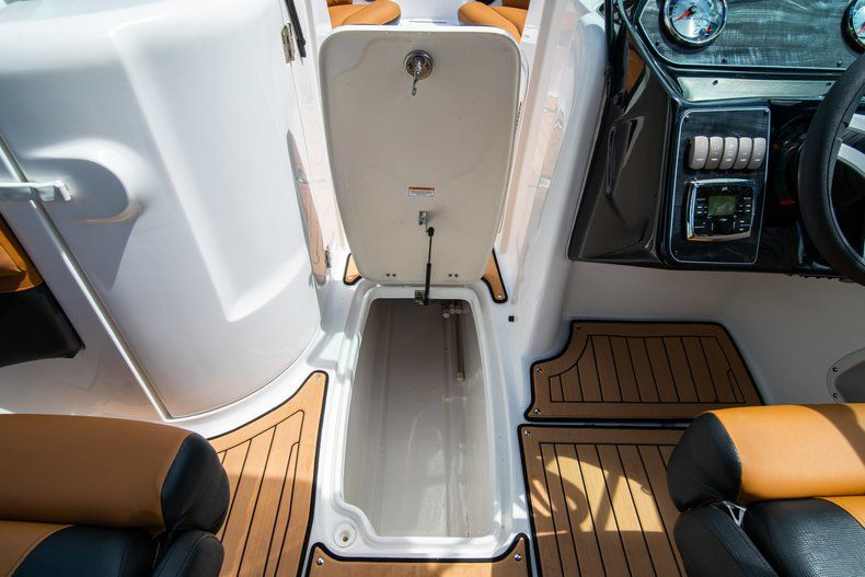 Thumbnail 26 for New 2019 Hurricane SunDeck SD 2400 OB boat for sale in Miami, FL