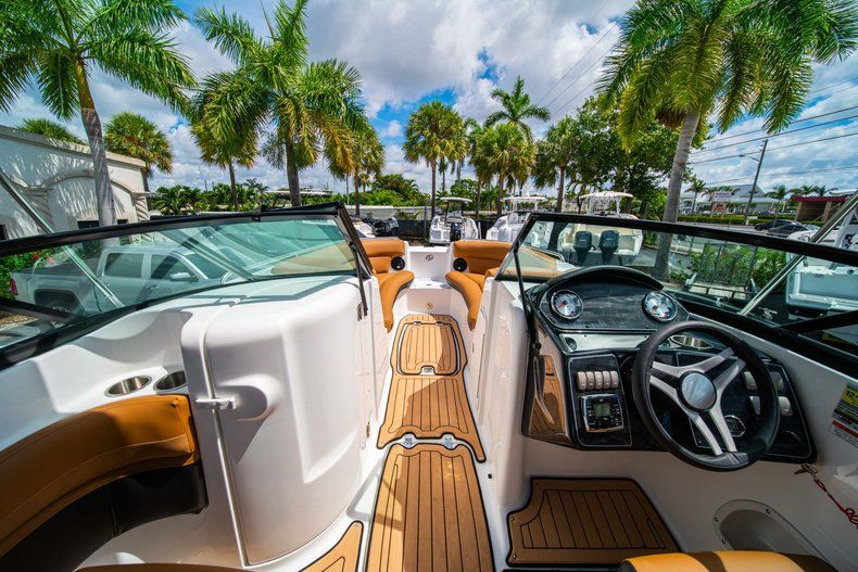 Thumbnail 24 for New 2019 Hurricane SunDeck SD 2400 OB boat for sale in Miami, FL