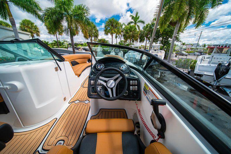 Thumbnail 15 for New 2019 Hurricane SunDeck SD 2400 OB boat for sale in Miami, FL