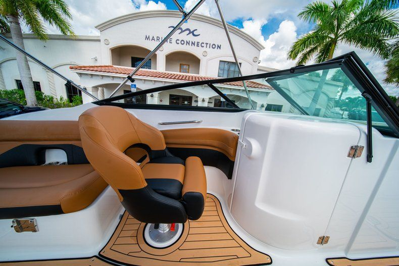 Thumbnail 19 for New 2019 Hurricane SunDeck SD 2400 OB boat for sale in Miami, FL
