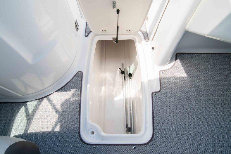 Thumbnail 24 for New 2019 Hurricane SunDeck SD 2400 OB boat for sale in Vero Beach, FL