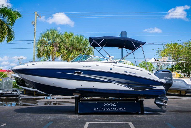 Thumbnail 4 for New 2019 Hurricane SunDeck SD 2400 OB boat for sale in West Palm Beach, FL