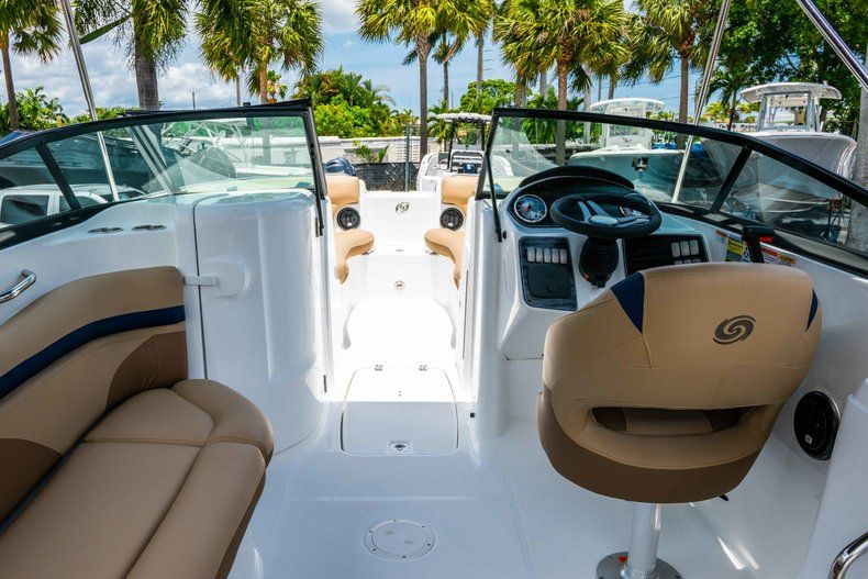 Thumbnail 7 for New 2019 Hurricane SD 2200 OB boat for sale in Fort Lauderdale, FL