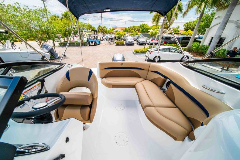 Thumbnail 8 for New 2019 Hurricane SD 2200 OB boat for sale in Fort Lauderdale, FL