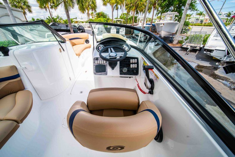 Thumbnail 10 for New 2019 Hurricane SD 2200 OB boat for sale in Fort Lauderdale, FL