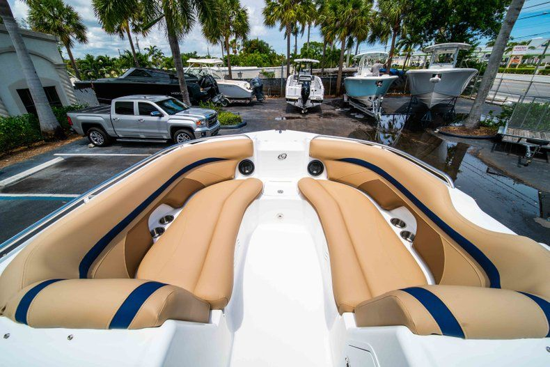 Thumbnail 11 for New 2019 Hurricane SD 2200 OB boat for sale in Fort Lauderdale, FL