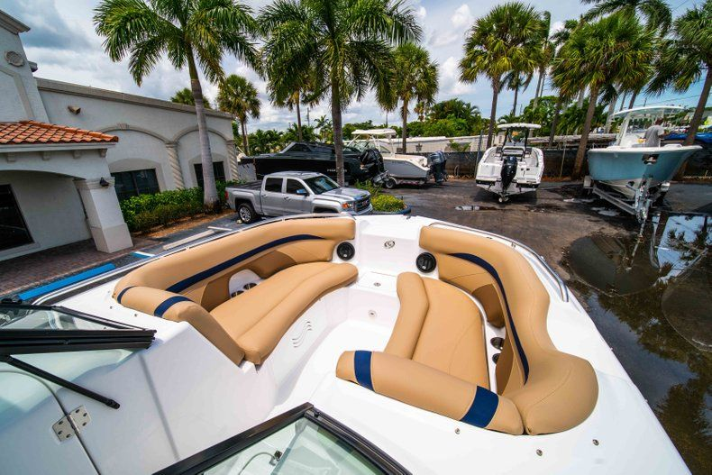 Thumbnail 12 for New 2019 Hurricane SD 2200 OB boat for sale in Fort Lauderdale, FL