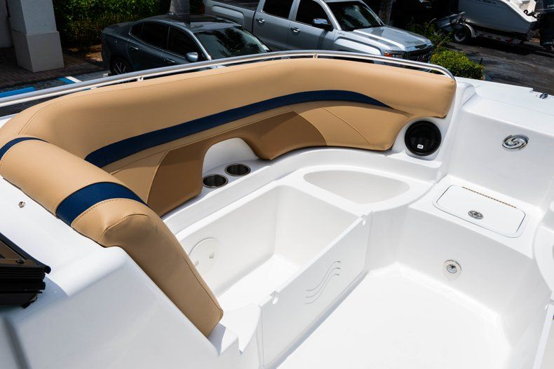 Thumbnail 36 for New 2019 Hurricane SD 2200 OB boat for sale in Fort Lauderdale, FL