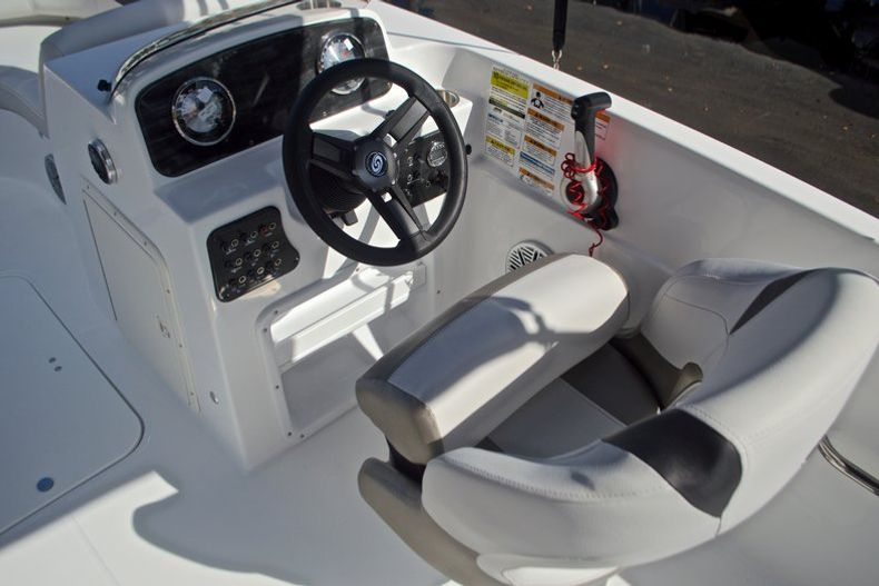 Thumbnail 26 for New 2017 Hurricane SunDeck Sport SS 188 OB boat for sale in West Palm Beach, FL