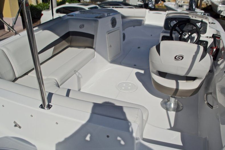 Thumbnail 8 for New 2017 Hurricane SunDeck Sport SS 188 OB boat for sale in West Palm Beach, FL