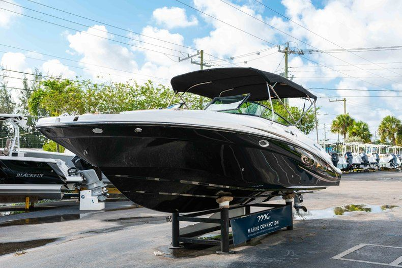 Thumbnail 3 for New 2019 Hurricane SunDeck SD 2690 OB boat for sale in West Palm Beach, FL