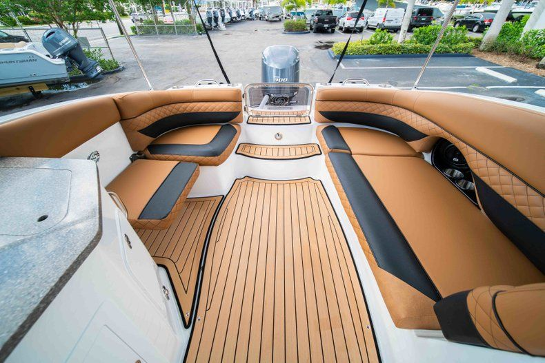 Thumbnail 11 for New 2019 Hurricane SunDeck SD 2690 OB boat for sale in West Palm Beach, FL