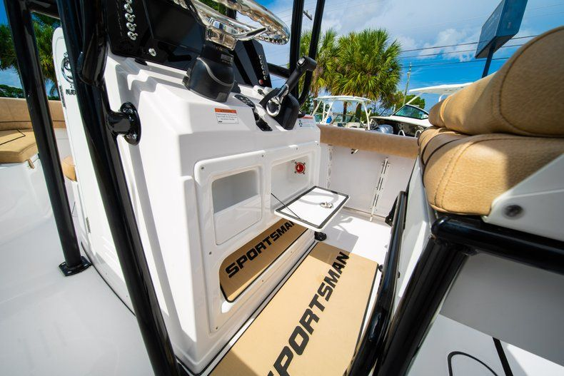 Thumbnail 32 for New 2019 Sportsman Open 232 Center Console boat for sale in Miami, FL