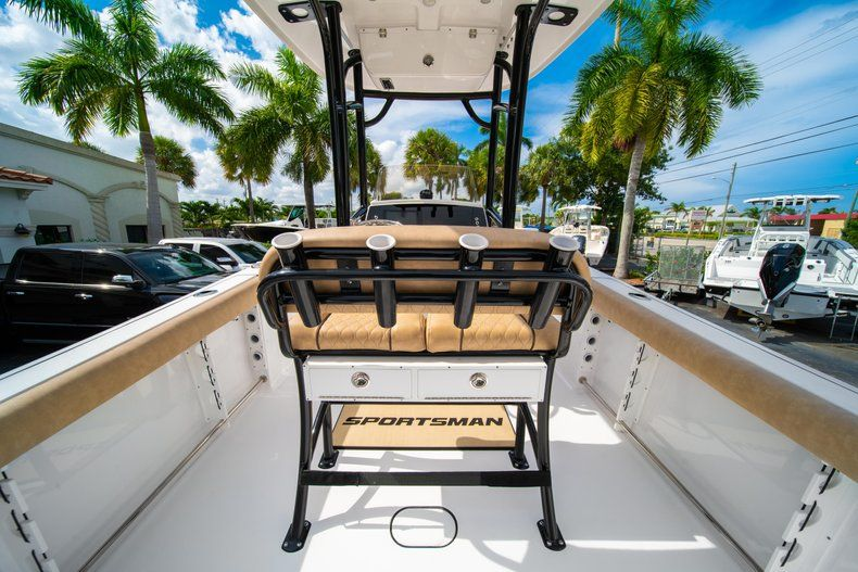 Thumbnail 9 for New 2019 Sportsman Open 232 Center Console boat for sale in Miami, FL